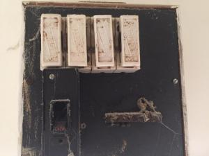Old switchboard with ceramic fuses and no safety switch
